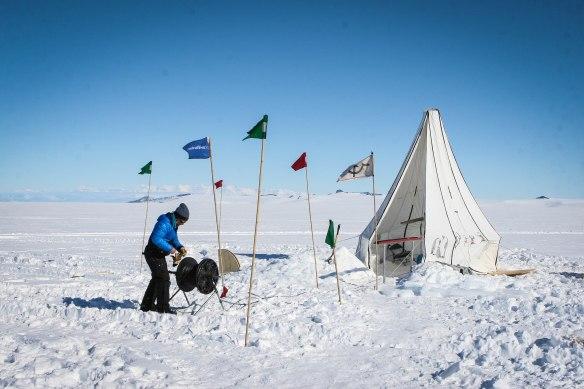 Lowering moorings in the Antarctic